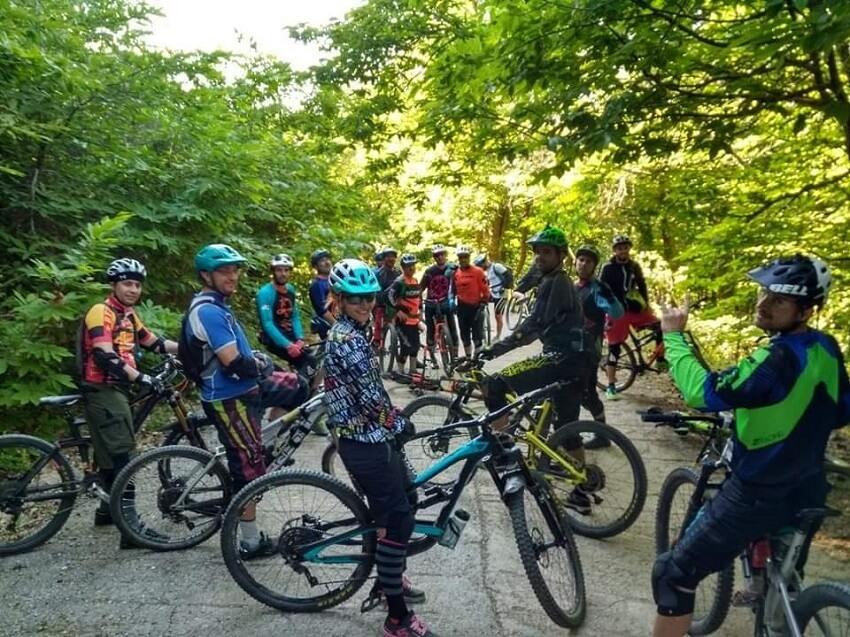 Alt text: Δράσεις ποδηλάτου στην Αγιάσο, στη Λέσβο.
